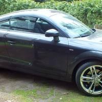 Audi TT (Typ 8J ) mit original Audi TTS Felgen Hochglanzverdichtet 9x19 ET 52