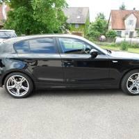 BMW 1er mit Serienfelgen Hochglanzverdichtet
